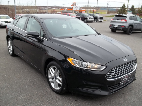2016 Ford Fusion Photo 2