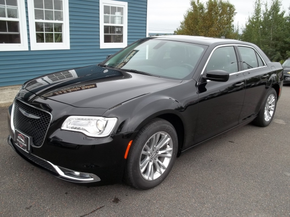 2019 Chrysler 300 Photo 1
