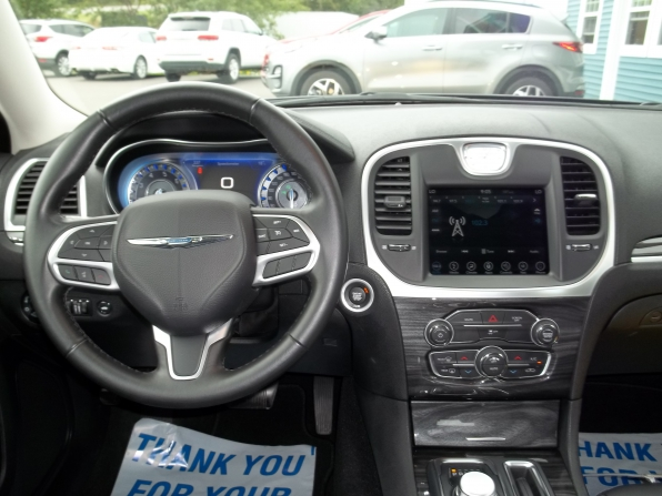 2019 Chrysler 300 Photo 5
