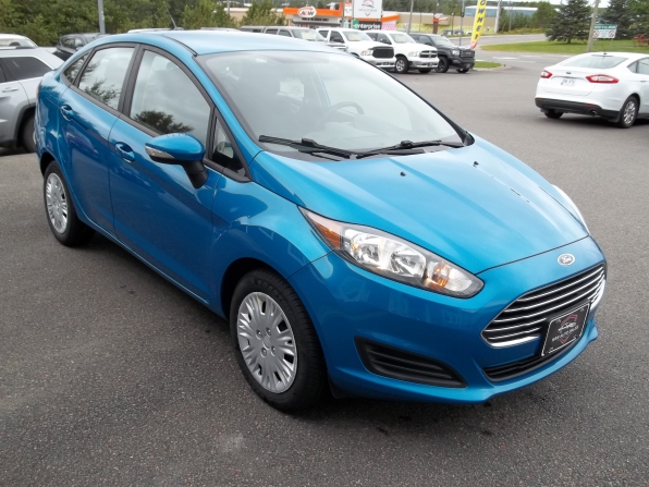 2014 Ford Fiesta Photo 2