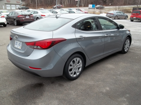 2016 Hyundai Elantra Photo 3