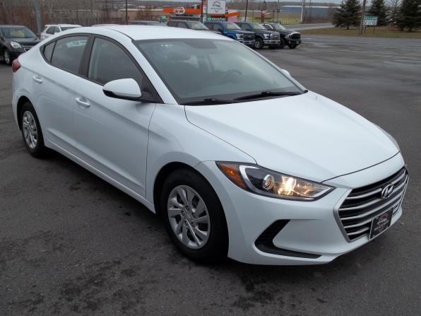 2017 Hyundai Elantra Photo 2