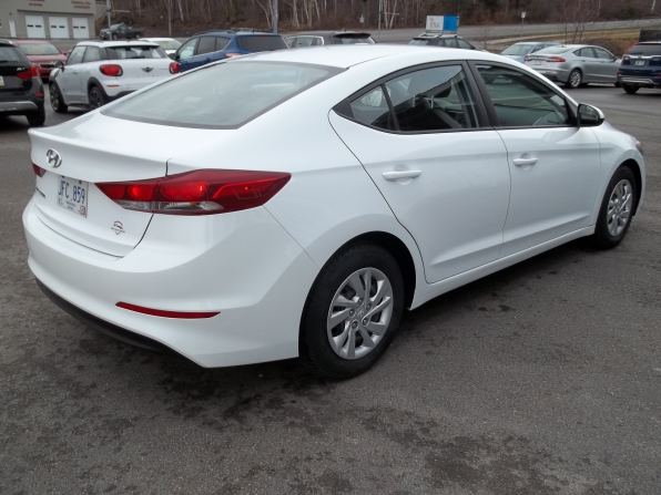 2017 Hyundai Elantra Photo 3
