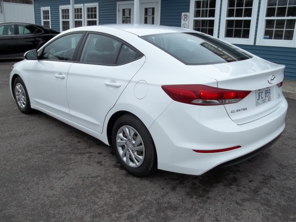 2017 Hyundai Elantra Photo 4